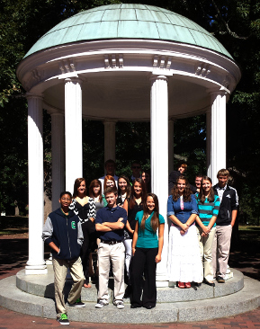 Class of 2014 in front of Old Well at UNC-CH